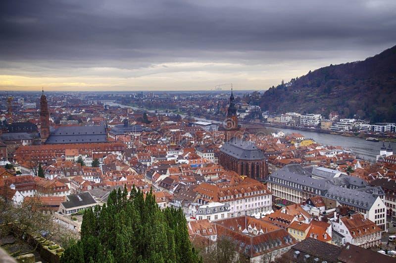 Vista aérea de la ciudad vieja del castillo de la ladera fotografía de archivo