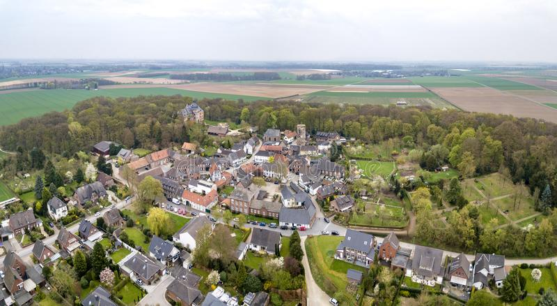 Vista aérea de la ciudad vieja histórica Liedberg en NRW, Alemania foto de archivo
