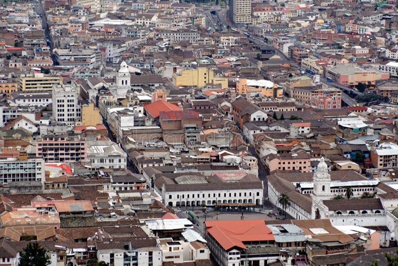 Vista aérea de la ciudad vieja de Quito fotografía de archivo