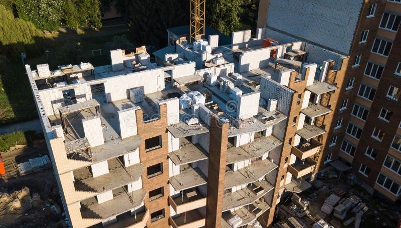 Vista aérea de la construcción de un edificio de varios pisos imagenes de archivo