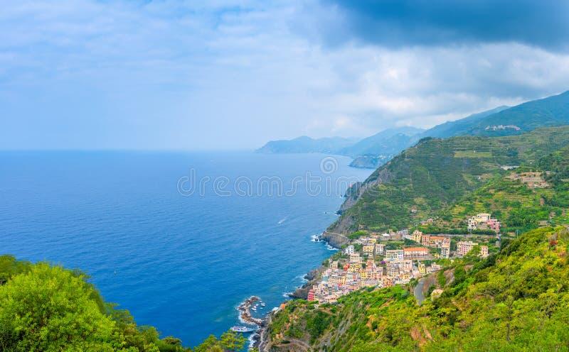 Vista aérea de la costa costa de Cinque Terre foto de archivo