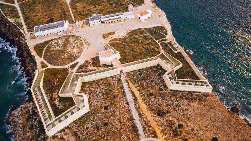 Vista aérea de la fortaleza de Sagres en la igualación de la visión aérea, Portugal foto de archivo libre de regalías