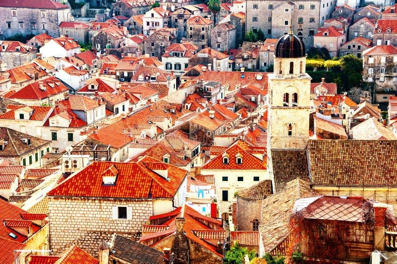 Vista a?rea de la fortaleza vieja Dubrovnik en Croacia con la torre de la catedral fotos de archivo libres de regalías