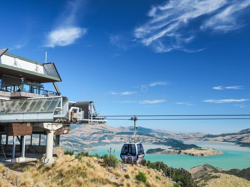 Vista aérea de la góndola de Christchurch y del puerto de Lyttelton de Port Hills en Nueva Zelanda imagen de archivo libre de regalías