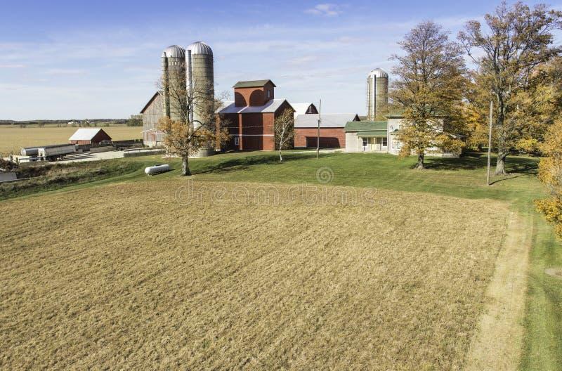 Vista aérea de la granja del país fotografía de archivo