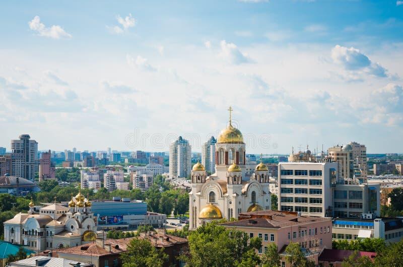Vista aérea de la iglesia en sangre en honor en Ekaterimburgo imagenes de archivo
