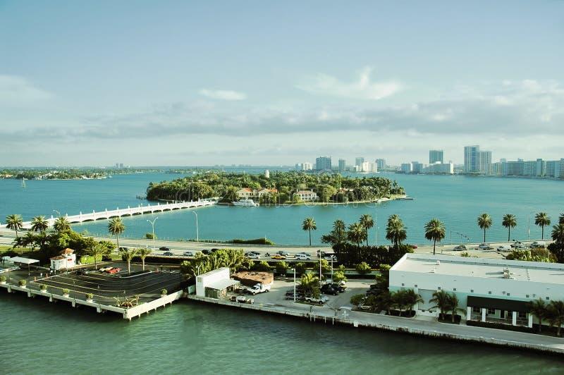 Vista aérea de la isla de la estrella en la vecindad del sur de la playa de Miami fotos de archivo libres de regalías