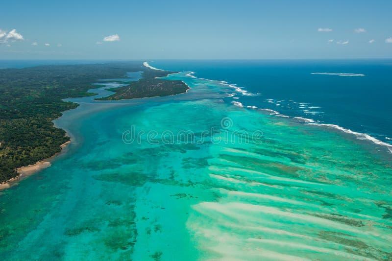 Vista aérea de la isla de Sainte Marie, Madagascar fotografía de archivo