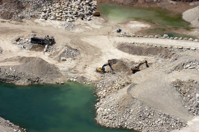 Vista aérea de la mina a cielo abierto de la mina de roca fotos de archivo