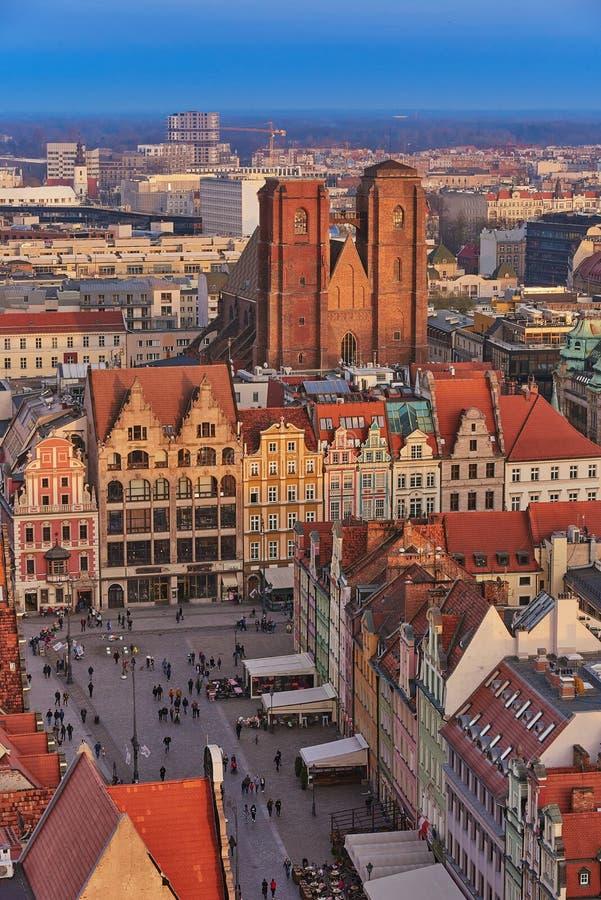 Vista aérea de la mirada fija Miasto con la plaza del mercado, ayuntamiento viejo y la iglesia del St Elizabeth de St Mary Magdal foto de archivo