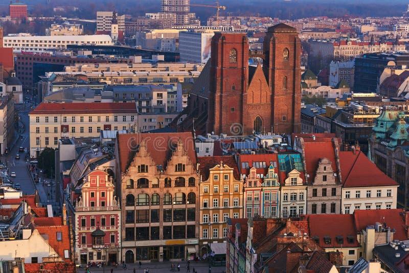 Vista aérea de la mirada fija Miasto con la plaza del mercado, ayuntamiento viejo y la iglesia del St Elizabeth de St Mary Magdal fotos de archivo