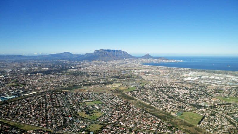 Vista aérea de la montaña y de Cape Town Suráfrica de la sobremesa fotos de archivo libres de regalías