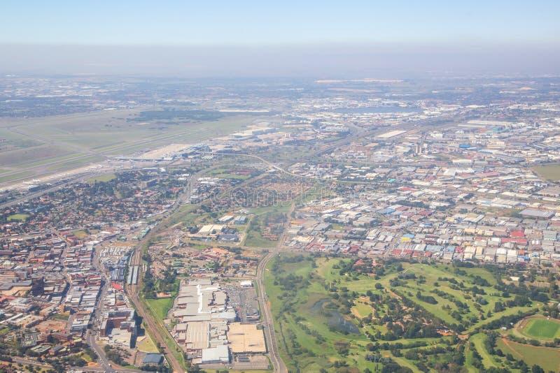 Vista aérea de la niebla con humo de Johannesburgo fotos de archivo