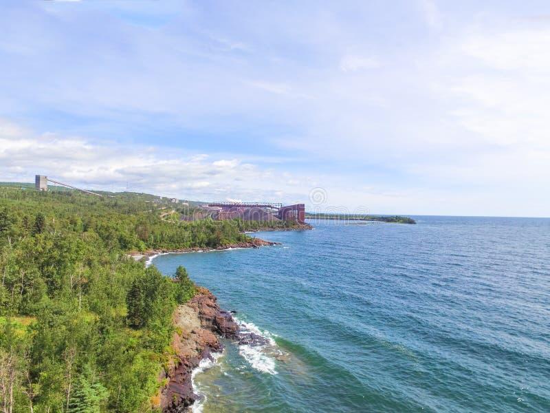 Vista aérea de la orilla del norte del lago Superior y de Cliff Mining tac fotografía de archivo