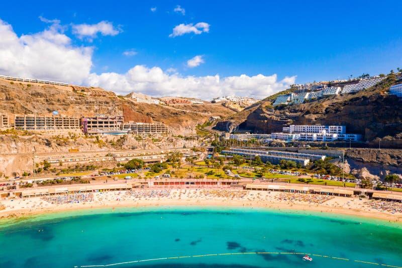 Vista aérea de la playa de Amadores en la isla de Gran Canaria en España fotografía de archivo