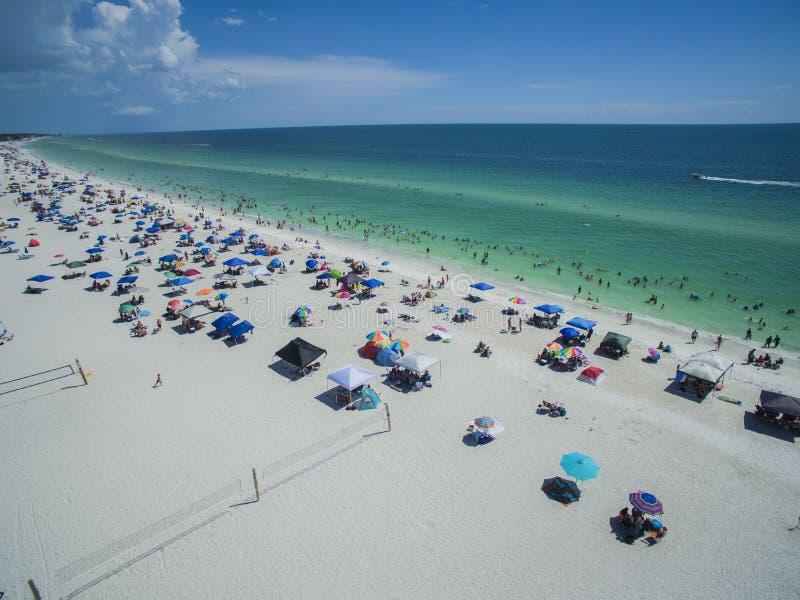 Vista aérea de la playa de la Florida en verano fotografía de archivo libre de regalías