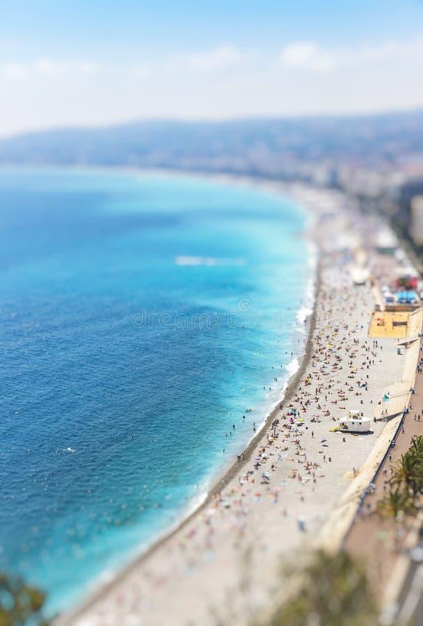 Vista aérea de la playa en la ciudad de Niza, Cote d'Azure, Francia imagen de archivo