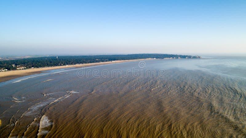Vista aérea de la playa de Georges de Didonne del santo y del punto de Suzac imagenes de archivo