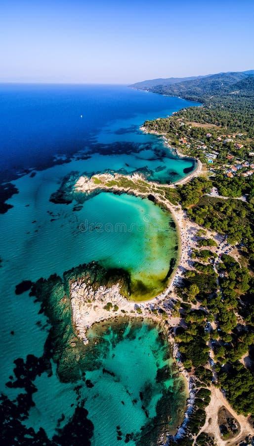 Vista aérea de la playa hermosa de Karidi en el Vourvourou fotos de archivo