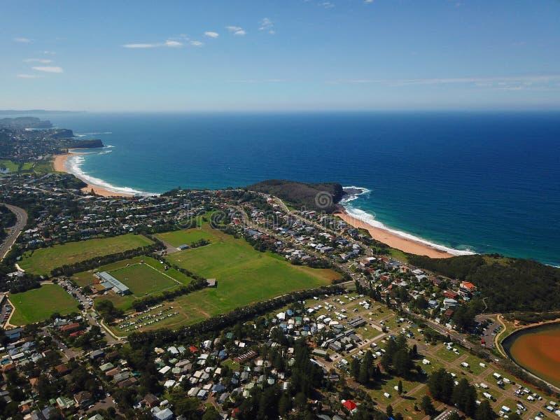 Vista aérea de la playa de Turimetta y de la playa de Mona Vale imagen de archivo