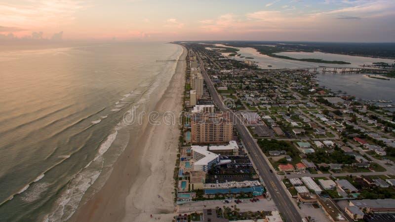 Vista aérea de la salida del sol en Daytona Beach la Florida fotos de archivo