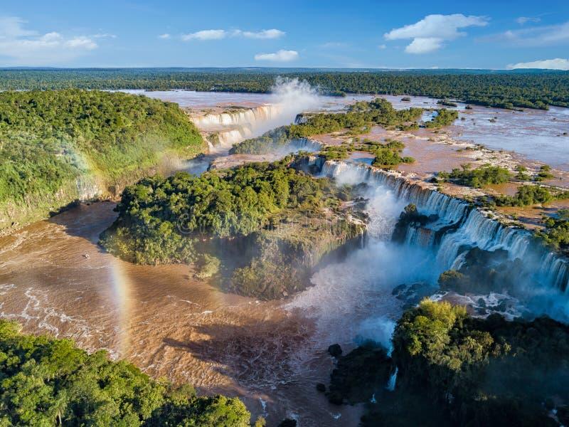 Vista aérea de las cataratas del Iguazú en el Brasil y la Argentina fotografía de archivo