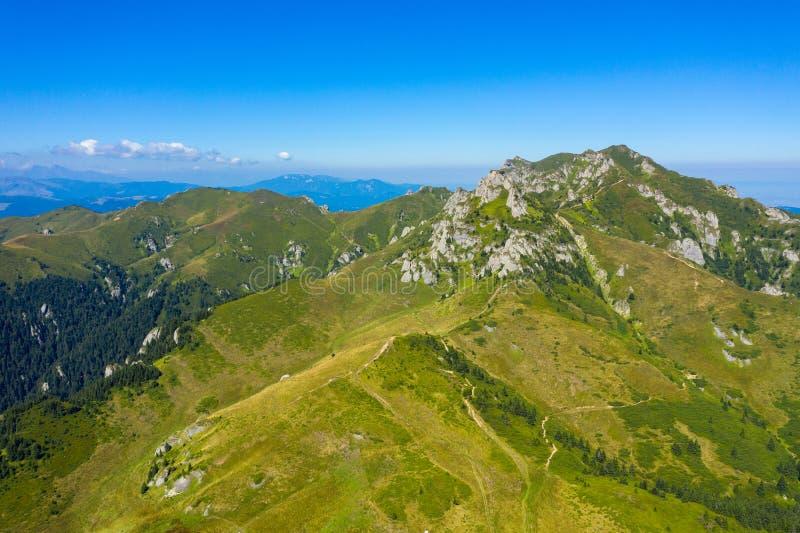 Vista aérea de las montañas de Ciucas, Rumania foto de archivo libre de regalías