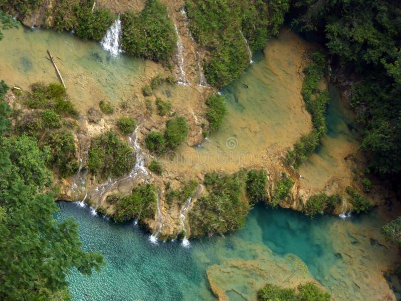 Vista aérea de las piscinas y de las cascadas de Semuc Champey imágenes de archivo libres de regalías