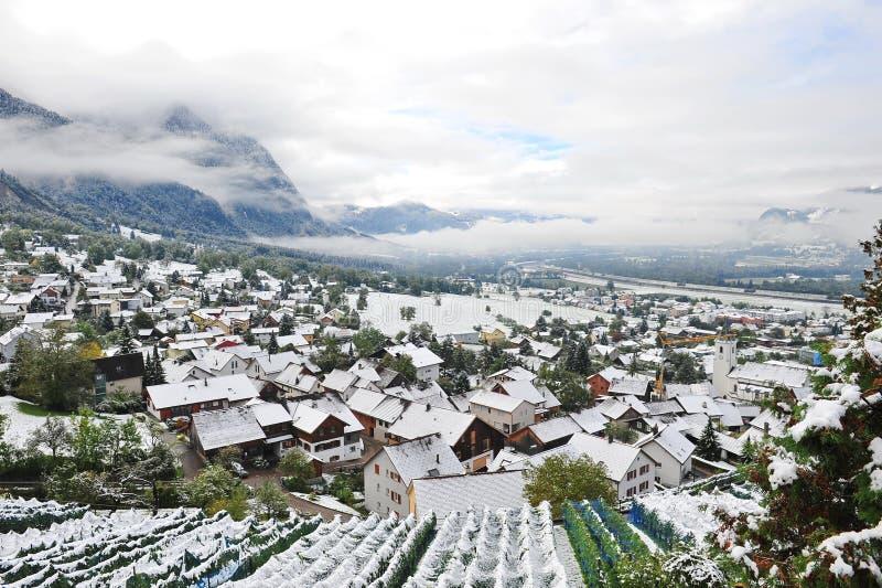 Vista aérea de Liechtenstein coberto de neve fotografia de stock royalty free