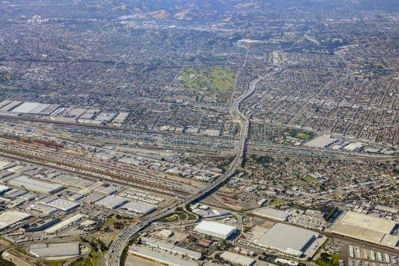 Vista aérea de Los Ángeles del este, Bandini, visión desde el asiento de ventana imagen de archivo