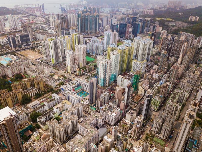 Vista aérea de los apartamentos de Hong Kong en fondo del paisaje urbano res imagen de archivo