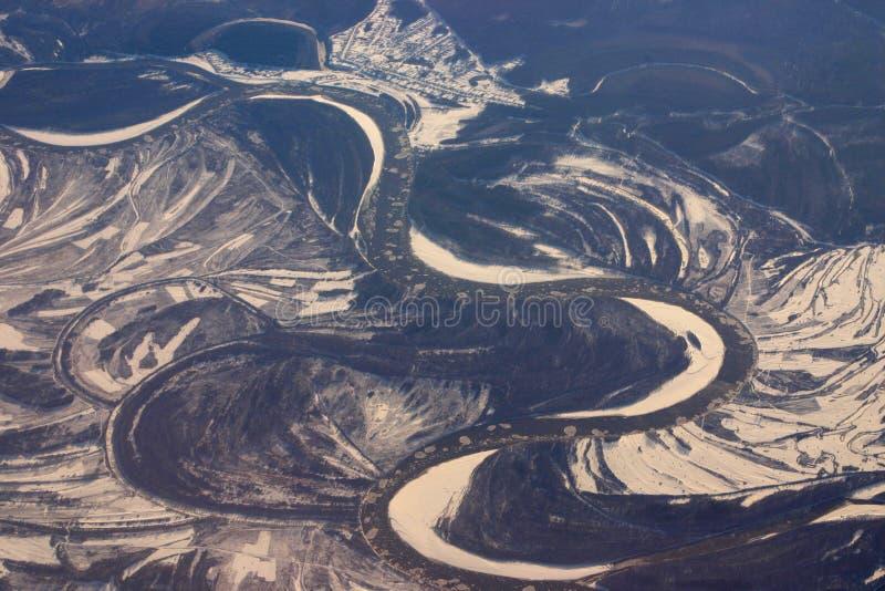 Vista aérea de los bajíos del hielo que flotan en un río imagen de archivo libre de regalías