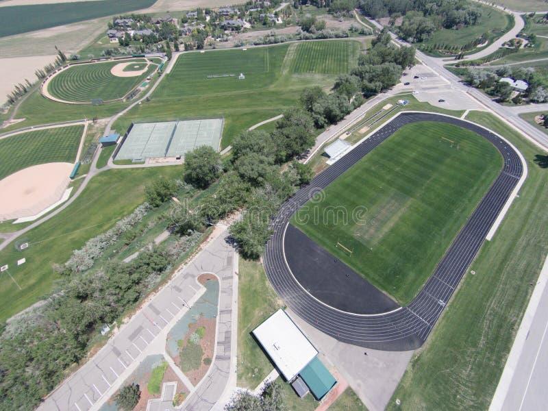 Vista aérea de los campos de deportes de la High School secundaria de Niwot foto de archivo libre de regalías