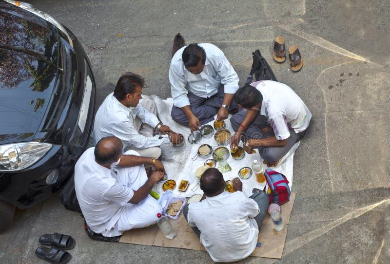 Vista aérea de los conductores indios que tienen un carpark foto de archivo