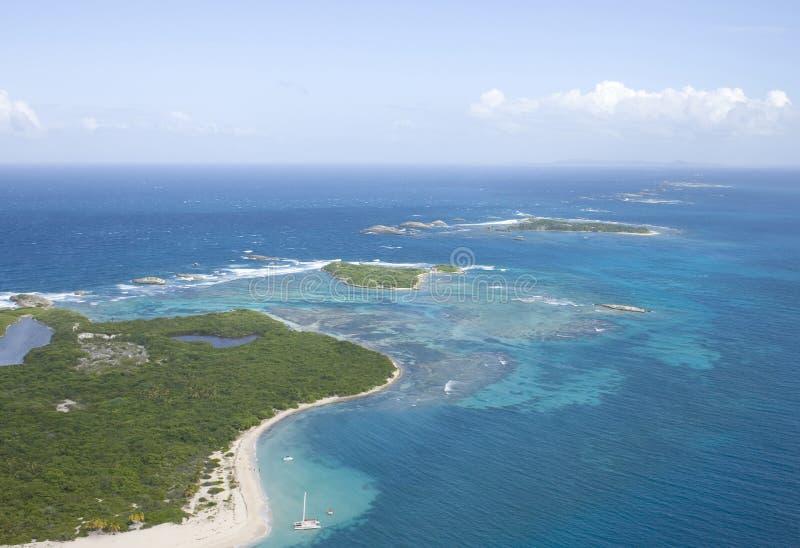 Vista aérea de los icacos y de la isla Puerto Rico de Lobos imagen de archivo libre de regalías