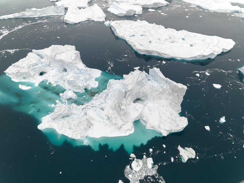 Vista aérea de los icebergs enormes en Groenlandia fotos de archivo libres de regalías