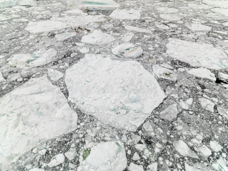 Vista aérea de los icebergs enormes en Groenlandia fotos de archivo