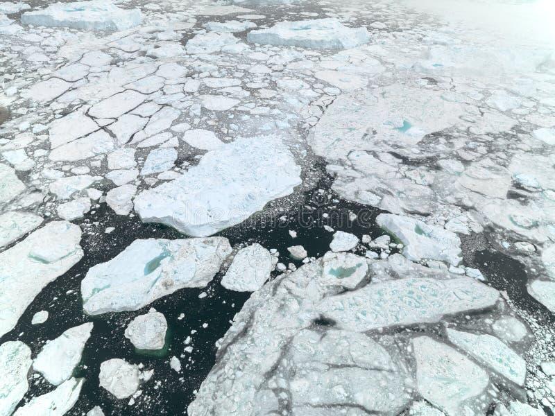 Vista aérea de los icebergs enormes en Groenlandia foto de archivo libre de regalías