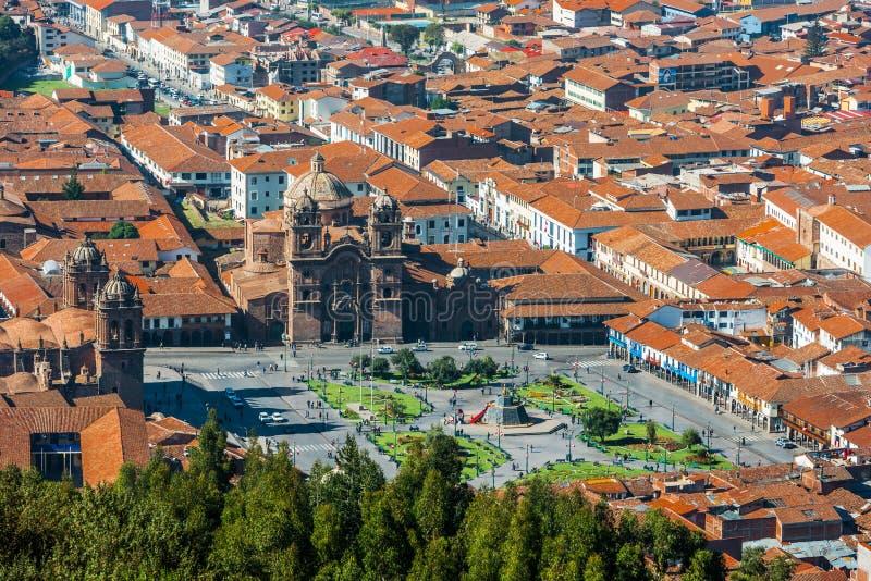 Vista aérea de los peruvian los Andes de la ciudad de Armas Cuzco de la plaza imagenes de archivo