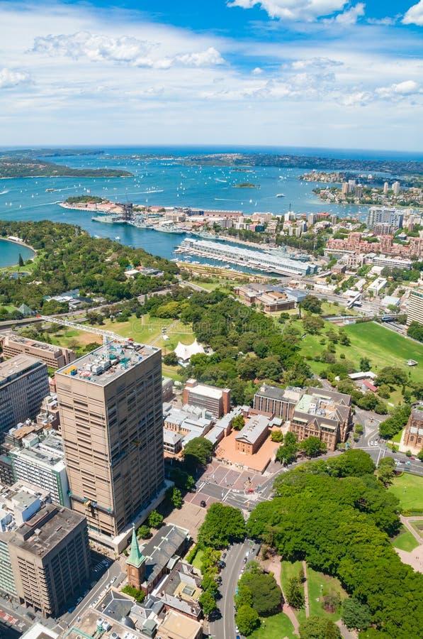 Vista aérea de los suburbios de Sydney y del jardín botánico fotografía de archivo