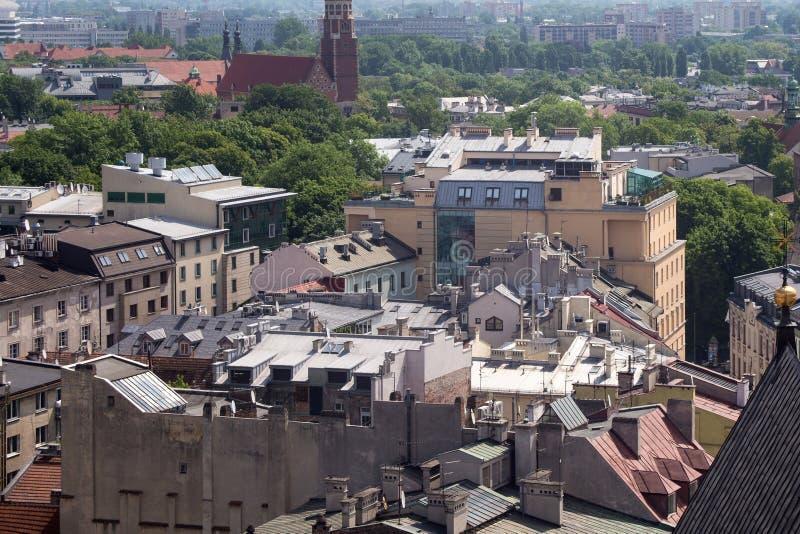 Vista aérea de los tejados de casas en la parte histórica del noreste de Kraków polonia fotografía de archivo libre de regalías