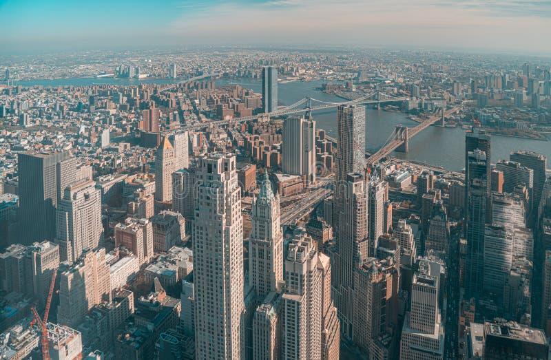 Vista aérea de Lower Manhattan, Brooklyn Bridge y Manhattan Bridge en Nueva York imagen de archivo