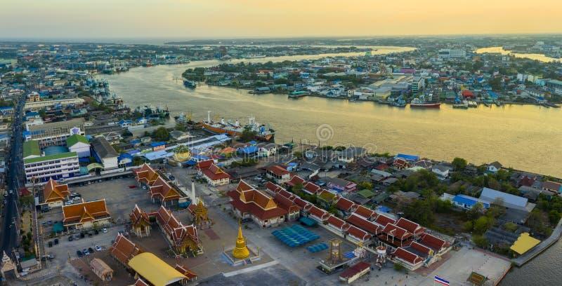 Vista aérea de Mahachai Town, no Sakorn do Samuth, diafragma de Bangkok, Tailândia fotos de stock royalty free