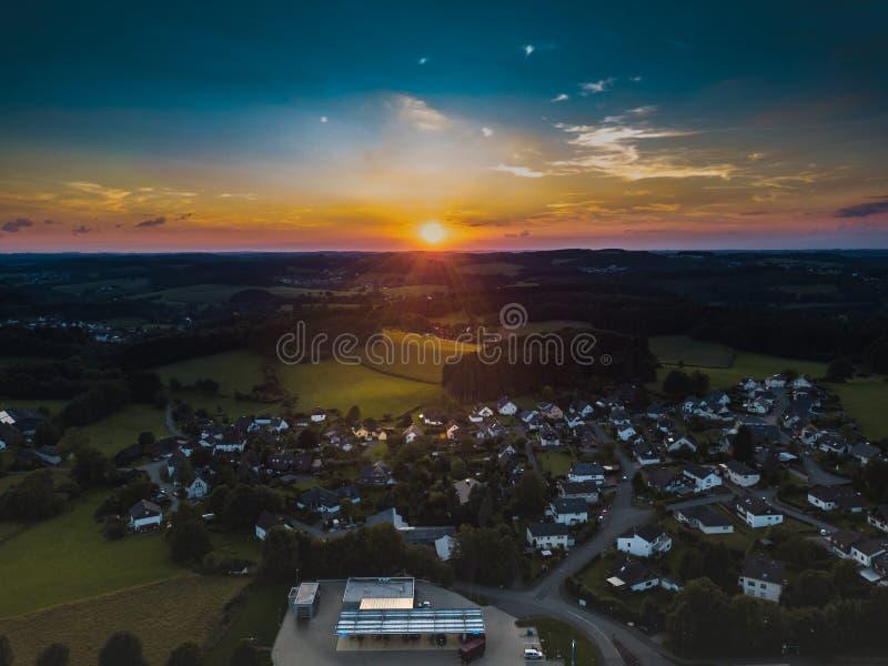 Vista aérea de Marienheide no por do sol fotos de stock royalty free