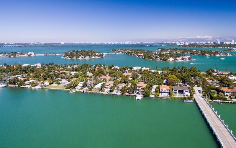 Vista aérea de Miami Isla del hibisco en un día hermoso fotos de archivo