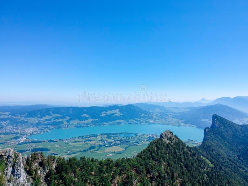Vista aérea de Mondsee em Salzkammergut, região Áustria foto de stock