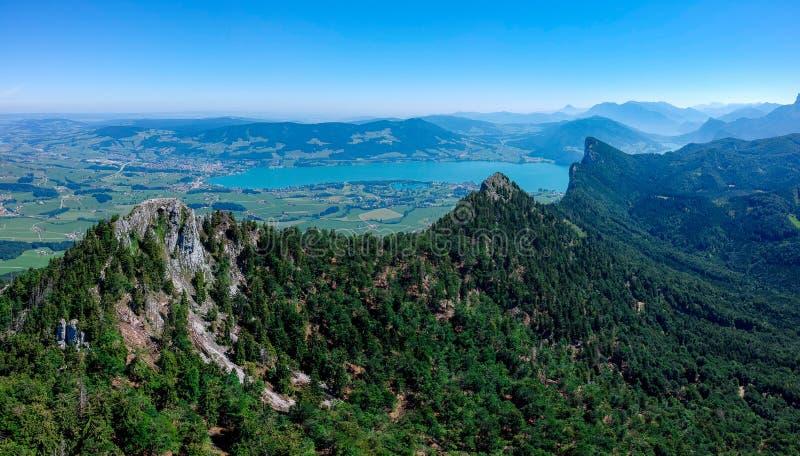 Vista aérea de Mondsee em Salzkammergut, região Áustria fotografia de stock