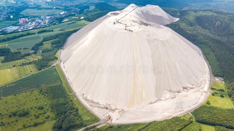 Vista aérea de Monte Kali perto de Heringen Alemanha imagens de stock
