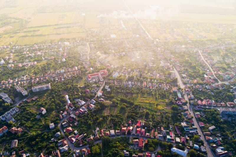 Vista aérea de Mukacheve - una ciudad en la región transcarpática, Ucrania foto de archivo