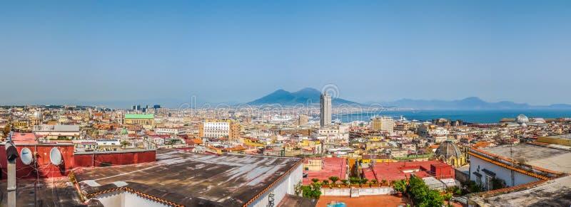 Vista aérea de Napoli con el monte Vesubio, Campania, Italia imágenes de archivo libres de regalías